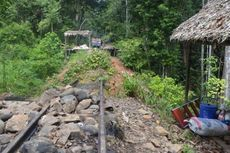 Jembatan ke Kampung Asal Emas Monas Rusak Lagi, Warga Makin Terisolasi