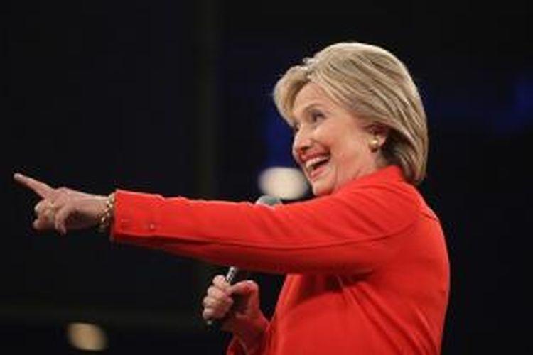 Hillary Clinton berbicara di acara politik jamuan makan malam Jefferson-Jackson di Des Moines, Iowa, 24 Oktober 2015