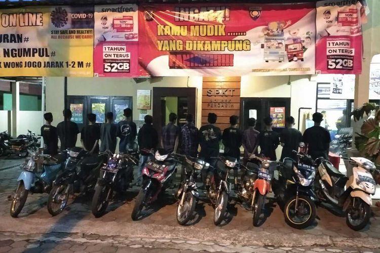Polisi amankan sembilan motor dari aksi balap liar di jalanan pedukuhan Pendem, Kalurahan (desa) Sidomulyo, Kapanewon (kecamatan) Pengasih, Kulon Progo, Daerah Istimewa Yogyakarta.