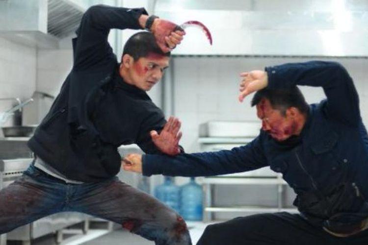 Iko Uwais dan Cecep Arif Rahman beraksi dalam The Raid 2: Berandal (2014).