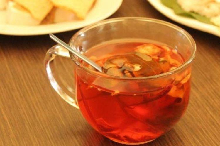 Wedang Uwuh, minuman hangat dari berbagai rempah warisan budaya Solo.