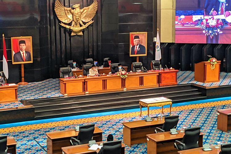 Suasana Rapat Paripurna P2APBD 2020 DKI Jakarta di Gedung DPRD DKI Jakarta, Rabu (8/9/2021)