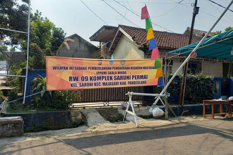 Perumahan Saruni Permai di Kabupaten Pandeglang, dilakukan lockdown lokal setelah puluhan warganya terpapar Covid-19, Kamis (8/7/2021).