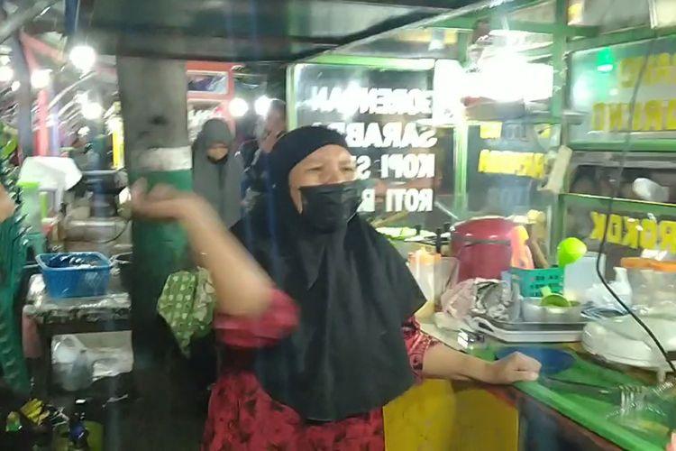 Pedagang Makanan di Pare Beac, Kota Parepare, Sulawsi Selatan Mengamuk Saat Dirazia Jam Malam