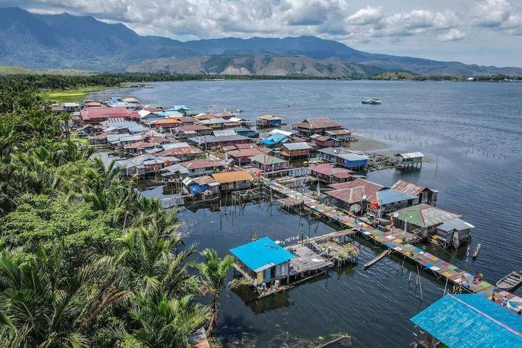 Ilustrasi Desa Wisata Kampung Yoboi di Jayapura, Papua.