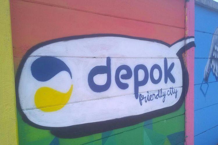 Salah satu bagian tembok yang sudah selesai dikerjakan oleh komunitas mural di Kota Depok bersama masyarakat sekitar, Jalan Ir Juanda, Kota Depok, Selasa (8/5/2018).