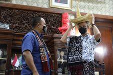 Temui Ganjar Pranowo, Raja Rote Beri Apresiasi karena Telah Menjaga Rakyat NTT di Jateng