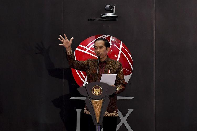 Presiden Joko Widodo memberikan sambutan saat pembukaan perdagangan saham tahun 2020 di gedung Bursa Efek Indonesia, Jakarta, Kamis (2/1/2020). Pada awal perdagangan pertama tahun 2020, Indeks Harga Saham Gabungan (IHSG) dibuka naik 0,22 persen atau 13,59 poin di level 6.313,13. ANTARA FOTO/Hafidz Mubarak A/wsj.