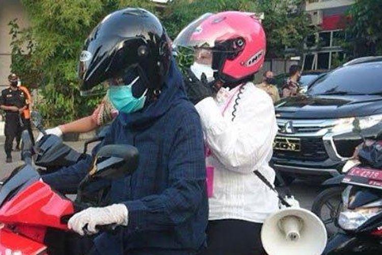 Wali Kota Surabaya Tri Rismaharini berkeliling menyosialisasikan protokol kesehatan di wilayah yang memiliki kasus Covid-19 tinggi pada Selasa (7/7/2020).