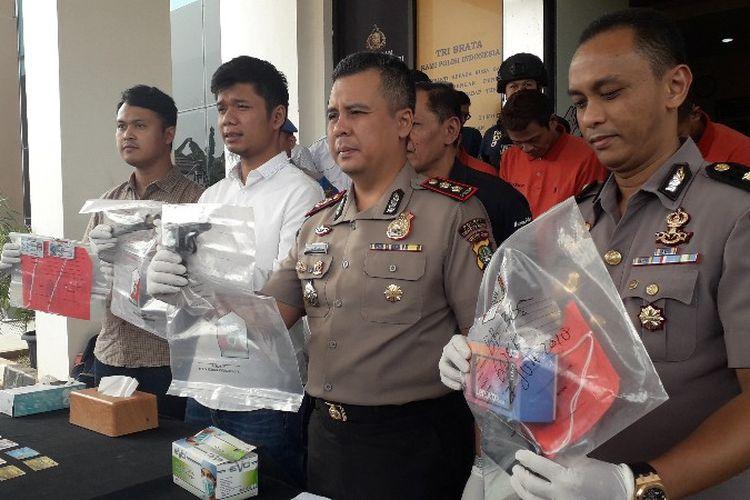 Polres Tangerang Selatan mengungkap kasus penganiayaan pengemudi ojek online oleh kelompok polisi gadungan pada Selasa (7/8/2018).