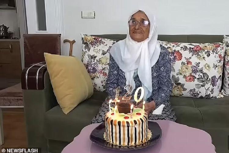 Seker Arslan, perempuan asal Turki, merayakan ulang tahun ke-119 (yang secara salah dirayakan sebagai ulang tahun ke-120 oleh keluarganya). Diklaim lahir pada 27 Juni 1902, Arslan bisa menjadi manusia tertua di dunia menggeser wanita asal Jepang, Kane Tanaka, yang kini berumur 118 tahun.