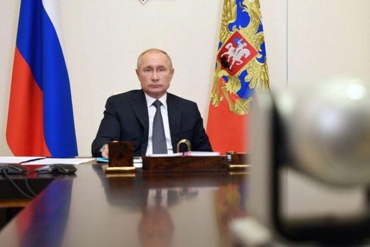 Presiden Rusia Vladimir Putin saat memimpin rapat tentang vaksin Sputnik V.