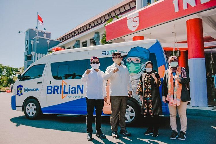 Penyerahan bantuan BRI melalui program BRILIan Fight Covid? dan ?Corporate Social Responsibility/CSR BRIPeduli? kepada Pemerintah Kota Surabaya, Jawa Timur pada Kamis (27/08/2020).