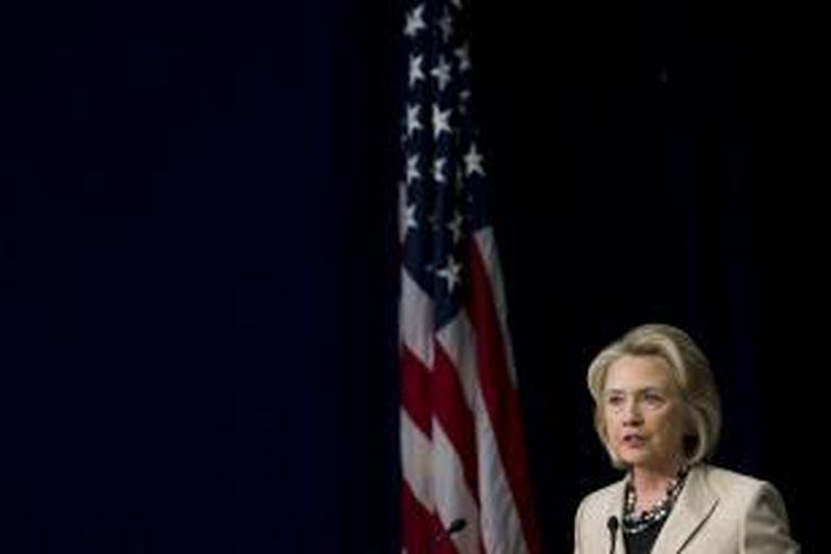 Mantan Menteri Luar Negeri Amerika Serikat Hillary Clinton, berpidato mendukung rencana Presiden Barack Obama menggelar aksi militer ke Suriah. Pidato soal Suriah disampaikan Clinton di pertemuan rutin di Gedung Putih soal perdagangan satwa liar, Senin (9/9/2013).