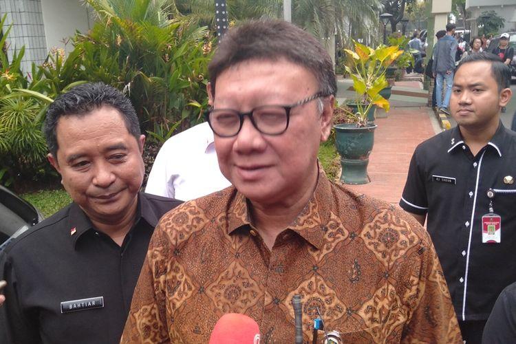 Mendagri sekaligus Plt Menkumham, Tjahjo Kumolo di RSPAD Gatot Subroto, Jakarta Pusat, Kamis (10/10/2019).