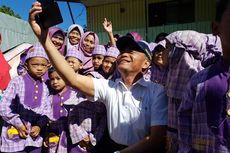 Pasca-penusukan Wiranto, Mendikbud Tetap Bersedia Diajak Foto Bersama Masyarakat