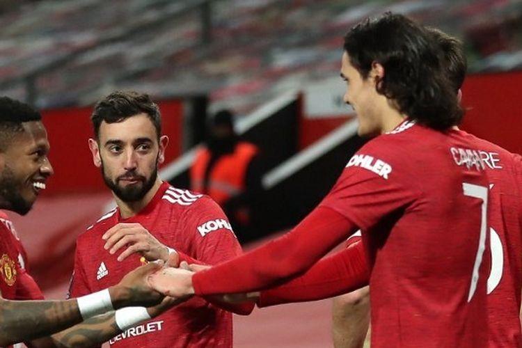 Para pemain Manchester United merayakan gol ke gawang Liverpool, Senin (25/1/2021) dini hari WIB di Old Trafford.