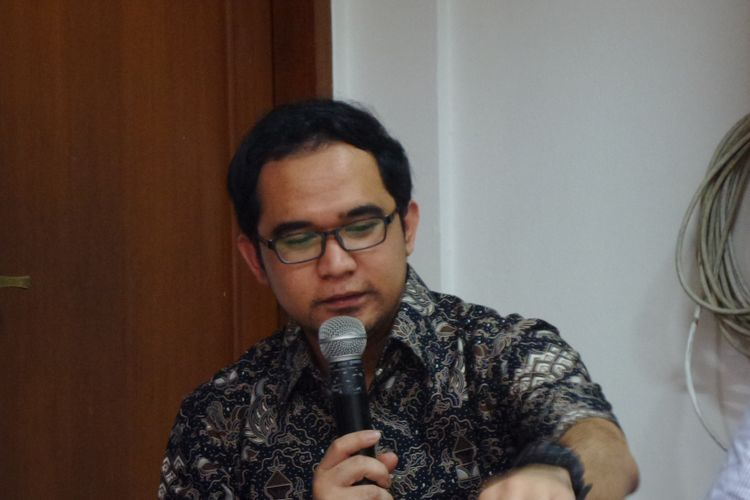Direktur Advokasi Pusat Kajian Hukum Antikorupsi (Pukat) Universitas Gadjah Mada, Oce Madril, di Kantor ICW Jakarta, Minggu (21/5/2017) .