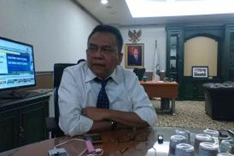 Wakil Ketua DPRD DKI Jakarta yang juga Ketua DPD Gerindra DKI Mohamad Taufik di ruang kerjanya, Senin (20/10/2014).