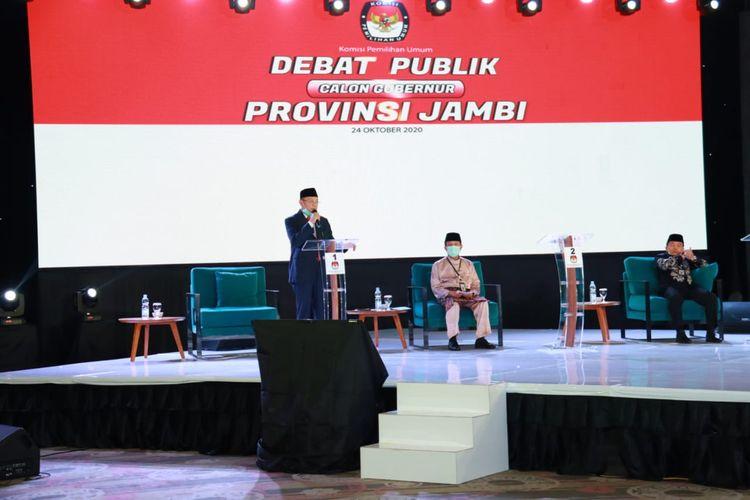 Tampak tiga calon gubernur Jambi sedang mengikuti debat kandidat yang diselenggarakan Komisi Pemilihan Umum (KPU) Provinsi Jambi, Minggu malam, (24/10/2020)