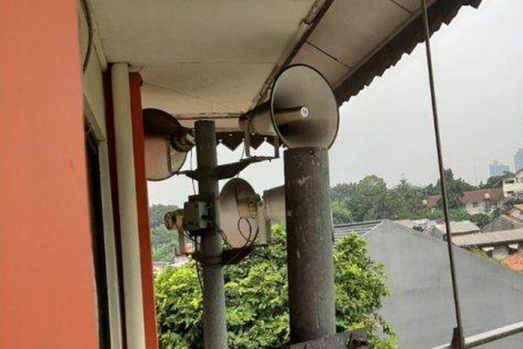 Pengeras suara alat peringatan dini bencana di Kantor Kelurahan Petogogan, Kebayoran Baru, Jakarta Selatan, Senin (20/1/2020).
