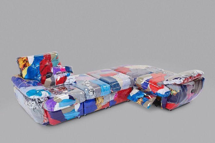 Sofa kolaborasi Harry Nuriev dan Balenciaga.