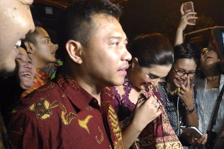 Anang Hermansyah dan Ashanty hadir dalam resepsi pernikahan putri Presiden Joko Widodo, Kahiyang Ayu, dengan Muhammad Bobby Afif Nasution di Solo pada Rabu (8/11/2018) malam.