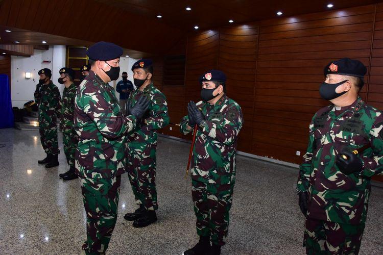Kepala Staf Angkatan Laut (KSAL) Laksamana TNI Yudo Margono memimpin acara serah terima jabatan (sertijab) enam jabatan strategis di tubuh TNI Angkatan Laut di (AL) di gedung Auditorium Detasemen Markas (Denma), Markas besar ngkatan laut (Mabesal), Cilangkap, Jakarta Timur, Selasa (2/6/2020).