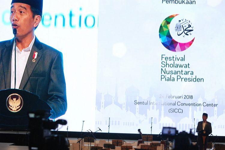 Presiden RI Joko Widodo saat memberikan sambutan dalam pembukaan Festival Shalawat Nusantara Piala Presiden, di Sentul International Convention Center (SICC), Bogor, Jawa Barat, Sabtu (24/2/2018).