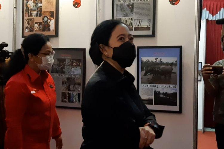 Ketua DPP PDIP Puan Maharani saat pembukaan Pameran Foto Esai Marhaen dan Foto Bangunan Cagar Budaya di kantor DPD PDIP Jawa Tengah, Panti Marhen, Semarang, Sabtu (22/5/2021).
