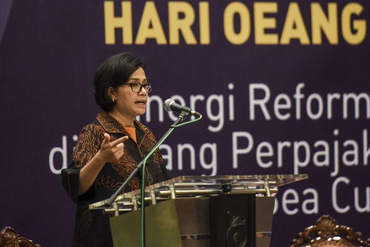 Menteri Keuangan Sri Mulyani menjadi pembicara utama dalam seminar di Kementerian Keuangan, Jakarta, Rabu (25/10). Seminar yang diselenggarakan dalam rangka peringatan Hari Oeang ke-71 itu mengusung tema Sinergi Reformasi Perpajakan dan Bea Cukai. ANTARA FOTO/Hafidz Mubarak A/ama/17