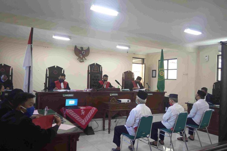 Suasana sidang dengan agenda pembacaan vonis tiga terdakwa penolak pemakaman jenazah nakes di TPU Siwakul Ungaran