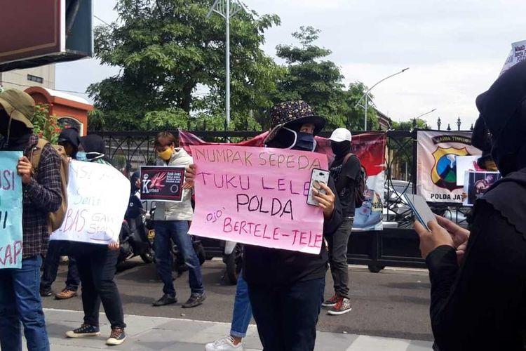 Aksi massa di depan Mapolda Jatim, Rabu (15/7/2020).