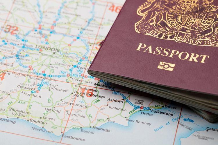 Ilustrasi paspor Inggris.