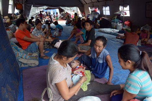 Jokowi Sumbang Beras Hingga Buku Cerita untuk Pengungsi Gunung Agung