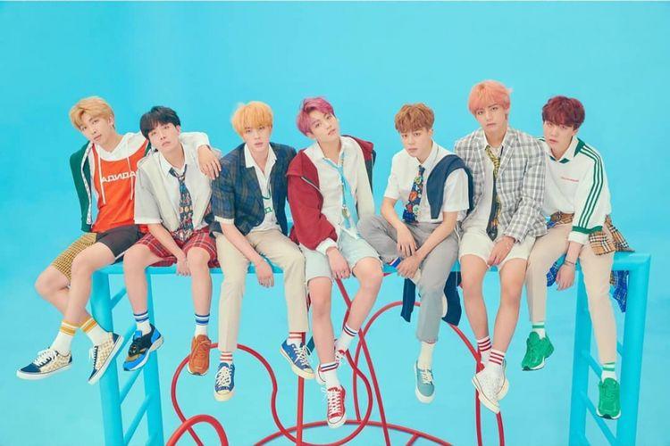 BTS dalam foto konsep versi F untuk album Love Yourself: Answer
