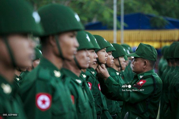 Dalam file foto yang diambil pada 12 Februari 2020 ini, militer Myanmar ikut serta dalam upacara untuk menandai Hari Persatuan Nasional ke-73 di Yangon.