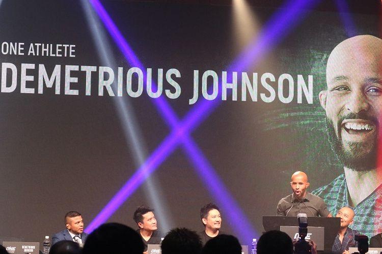 Atlet MMA, Demetrious Johnson, dalam sesi konferensi pers di Convention Hall Marina Bay Sands, Singapura, Rabu (7/11/2018).
