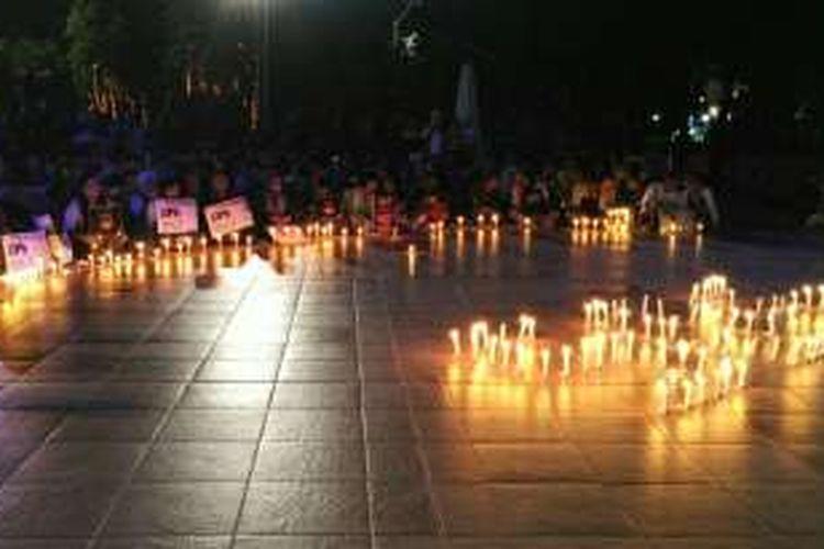Aksi malam solidaritas dalam memperingati 40 hari kematian Yn, siswi yang diperkosa dan dibunuh 14 pemuda di Bengkulu. Aksi solidaritas dilakukan dengan menyalakan