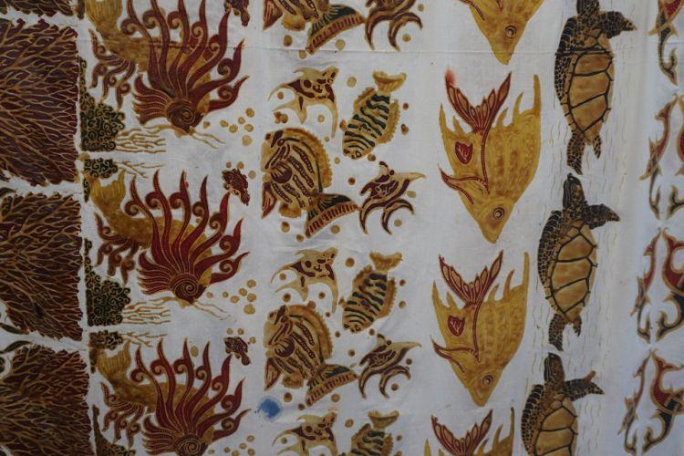 Batik khas Raja Ampat di Festival Kuliner dan HUT ke-14 Raja Ampat, di Papua Barat.