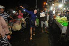 Nasdem Ajak Caleg Artisnya Becek-becekan di Pasar Keputran Surabaya