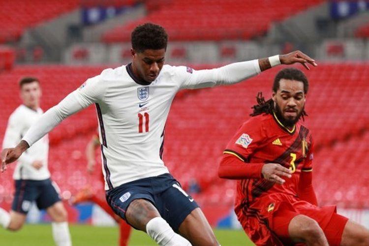 Marcus Rashford berebut bola dengan Jason Denayer dalam laga Inggris vs Belgia pada pertandingan ketiga Grup 2 Liga A UEFA Nations League 2020-2021 yang dilangsungkan di Stadion Wembley, London, Minggu (11/10/2020) malam WIB.