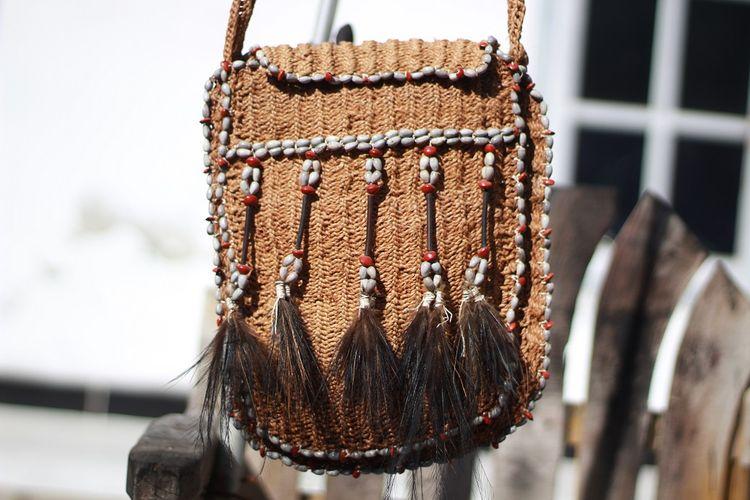 Noken tas khas Papua DOK. Shutterstock/Andraprayoga