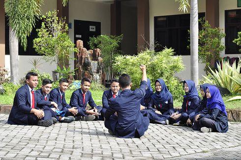 Kerja Sambil Kuliah demi Tingkatkan Karier, Ini Tantangan yang Dihadapi Lulusan SMK