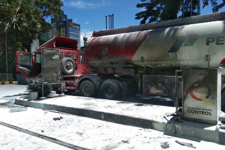 PT. Pertamina menutup sementara operasional Stasiun Pengisian Bahan Bakar (SPBU) 31.12802 MT Haryono, Cikoko, Pancoran, Jakarta Selatan pasca-kebakaran pada Selasa (1/12/2020) siang.