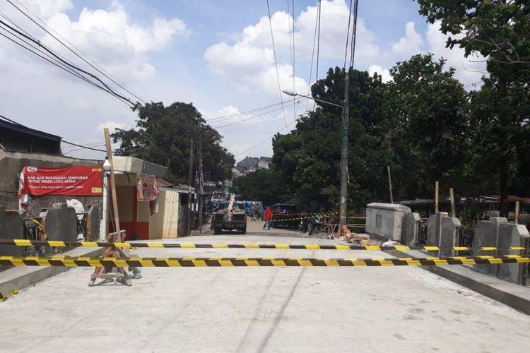 Pengerjaan Jembatan Pitara, Pancoran Mas, Depok, Jumat (21/12/2018).