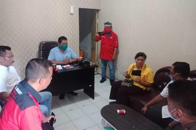 Pertemuan kedua belah pihak setelah video penutupan paksa warung tuak di Batang Kuis, Deli Serdang viral di media sosial. Kedua belah pihak sudah saling memaafkan namun pihak pemilik warung tetap membuat laporan polisi.