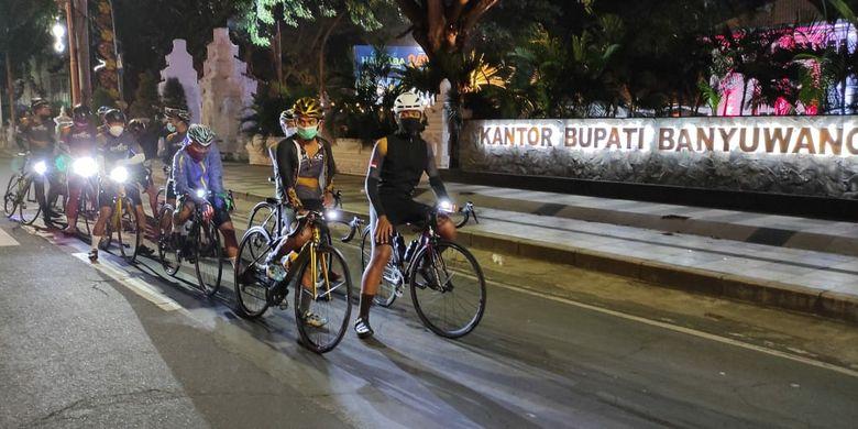 Dipimpin oleh Ketua BRCC Guntur Priambodo, rombongan bergerak ke arah barat menyusuri jalur pantai utara. Mereka melewati Situbondo, Probolinggo, dan Pasuruan.