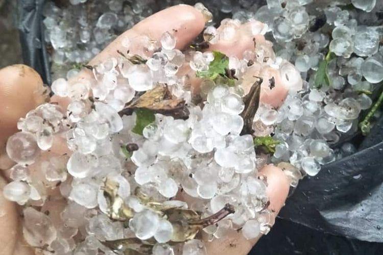 Butiran hujan es di Kabupaten Bener Meriah, Jumat (12/7/2019).