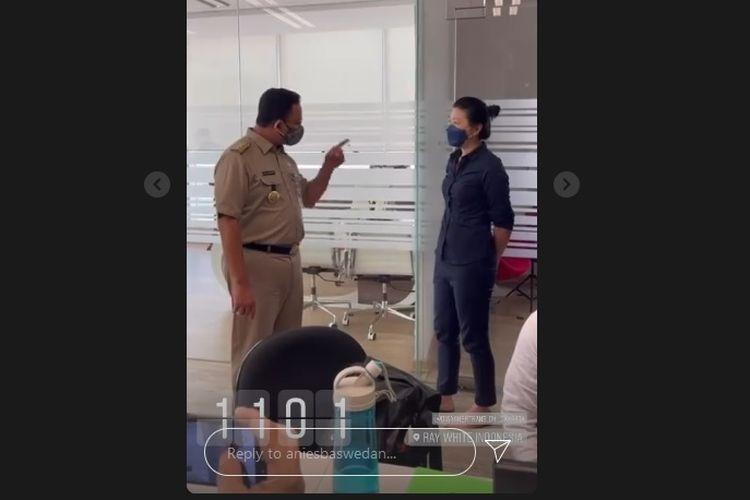 Gubernur DKI Jakarta Anies Baswedan geram dengan perusahaan Ray White Indonesia yang berkantor di Sahid Sudirman Centre, Jakarta Pusat lantaran memaksa karyawan masuk kantor di masa pemberlakuan pembatasan kegiatan masyarakat (PPKM) darurat, Selasa (6/7/2021).